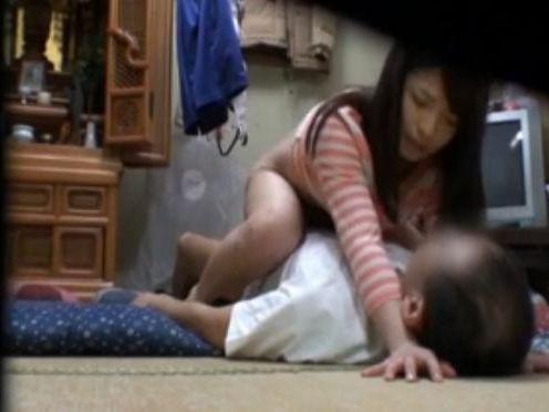 【ハメ撮り盗撮エロ画像】部屋にカメラを隠しておいてお持ち帰りした女の子とのハメ撮り盗撮をネットに公開する竿師wwww その11