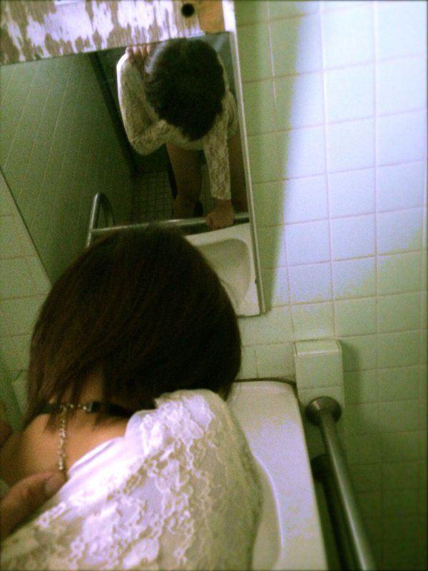 【素人ハメ撮り画像】ぎこちない感じが超生々しい鏡の前でハメ撮りするカップルの流出画像 その5