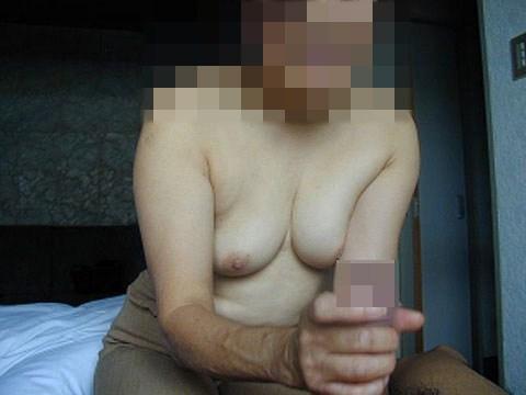 【手コキエロ画像】男のチンポをパッキパキにしてくれる痴女達の手コキが超生々しい! その4