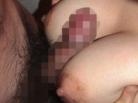 【パイズリエロ画像】おっぱい自慢なセフレの巨乳に包まれて絶頂を迎える素人のパイズリエロ画像