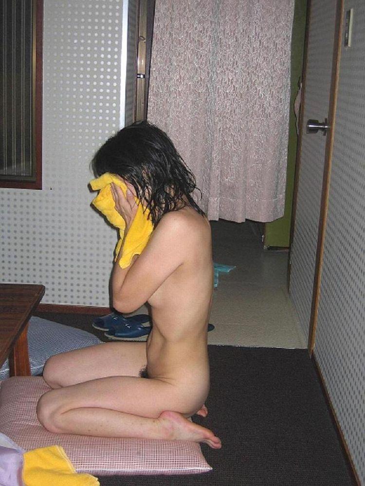 【家庭内盗撮画像】彼女や嫁さんの風呂上がりが超生々しい!生活感ハンパない家庭内盗撮画像 その5