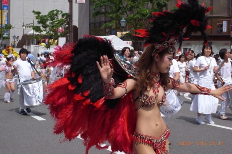 【サンバエロ画像】遠く離れた異国の祭りが日本で大人気…素人娘が半裸で踊り狂うサンバカーニバル その10