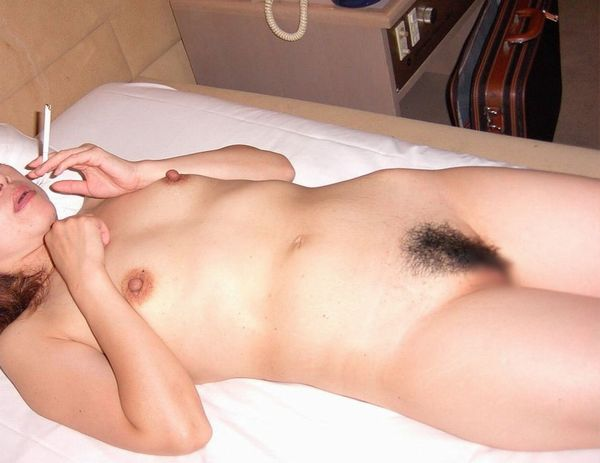 【事後エロ画像】たった今まで膣内にチンポ挿れられていた女の子たちのぐったりセックス事後のエロ画像 その3
