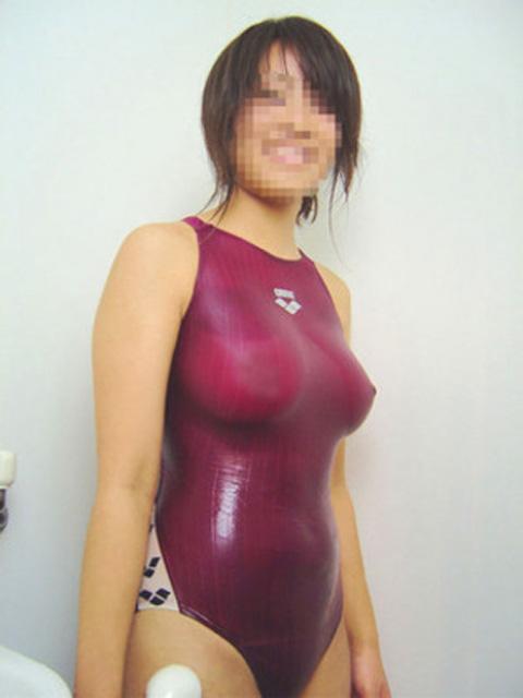 【競泳水着エロ画像】これぞ恵体!ピチピチの競泳水着からはみ出すむっちりした女子水泳部員の身体つきがエロ過ぎるwww その1