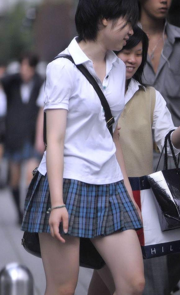 【街撮りJKエロ画像】これが青春の膨らみ!?成長期の乳房が可愛らしい貧乳女子高生の着衣おっぱい画像 その10