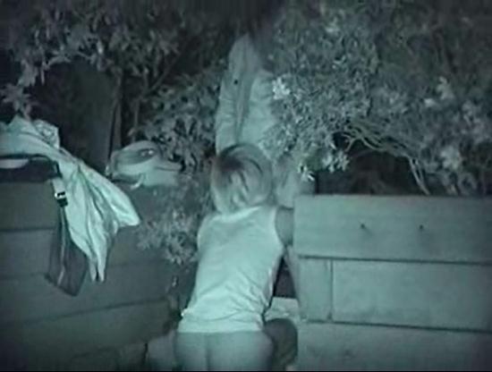 【青姦撮画像】夜の公園で人知れず性行為に及ぶ素人カップルを赤外線カメラでガチ盗撮した青姦エロ画像 その8