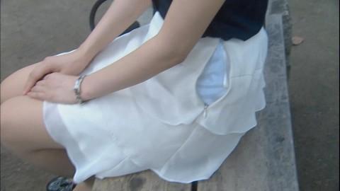 【街撮りハプニング画像】男だけじゃない…スカートのファスナー閉め忘れでパンツまる見えのおねーさんwww その6