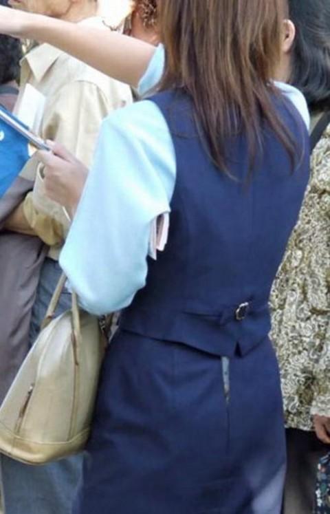 【街撮りハプニング画像】男だけじゃない…スカートのファスナー閉め忘れでパンツまる見えのおねーさんwww その10