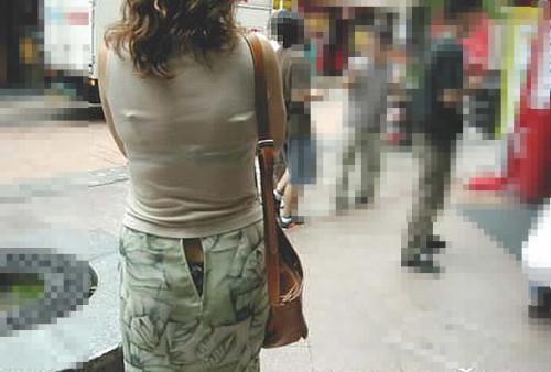 【街撮りハプニング画像】男だけじゃない…スカートのファスナー閉め忘れでパンツまる見えのおねーさんwww その11