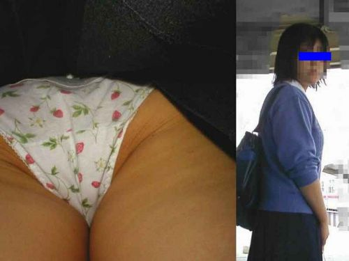 【JK逆さ撮り画像】子供っぽい綿のパンツがドキっとするwwwヤバさしか感じない女子高生の逆さ撮り盗撮画像 その3