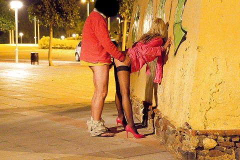 【売春婦エロ画像】海外ではこれが常識!?売春婦とはホテルに行かずその場でFUCK!路上セックスのエロ画像 その10