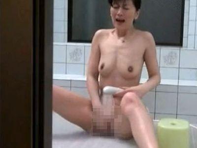 【シャワーオナニー画像】女の子が性に目覚めるきっかけはコレ…お風呂でむらむらシャワーあて続けるオナニー画像 その2