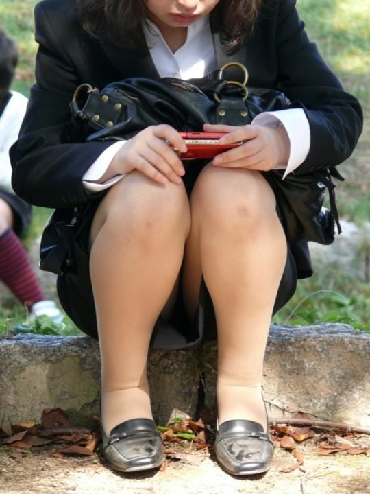 【リクルートスーツ街撮り画像】着慣れないリクルートスーツの就活生…油断した股間がエロ過ぎて目が離せない! その8