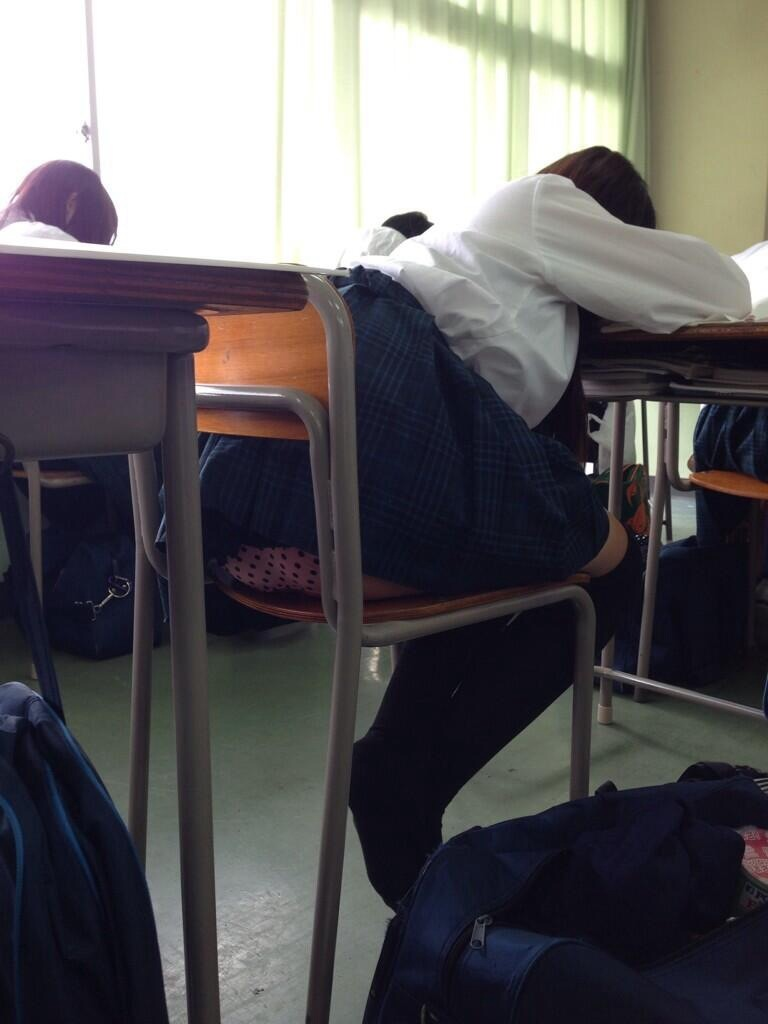 【JKパンチラ盗撮画像】同級生に売られた女子高生…学校内で撮られたパンチラが超リアルな校内盗撮画像 その7