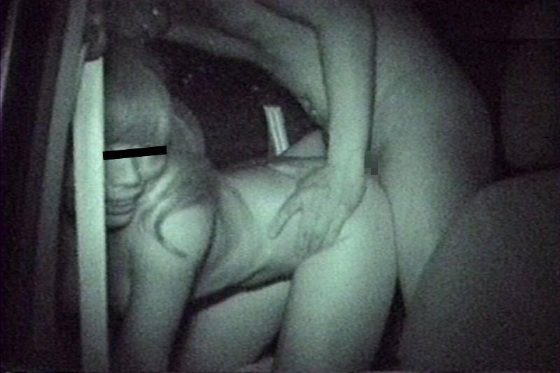 【赤外線盗撮画像】暗闇の中でカーセックスしてるカップルをガチ盗撮!赤外線カメラで撮った衝撃画像 その7