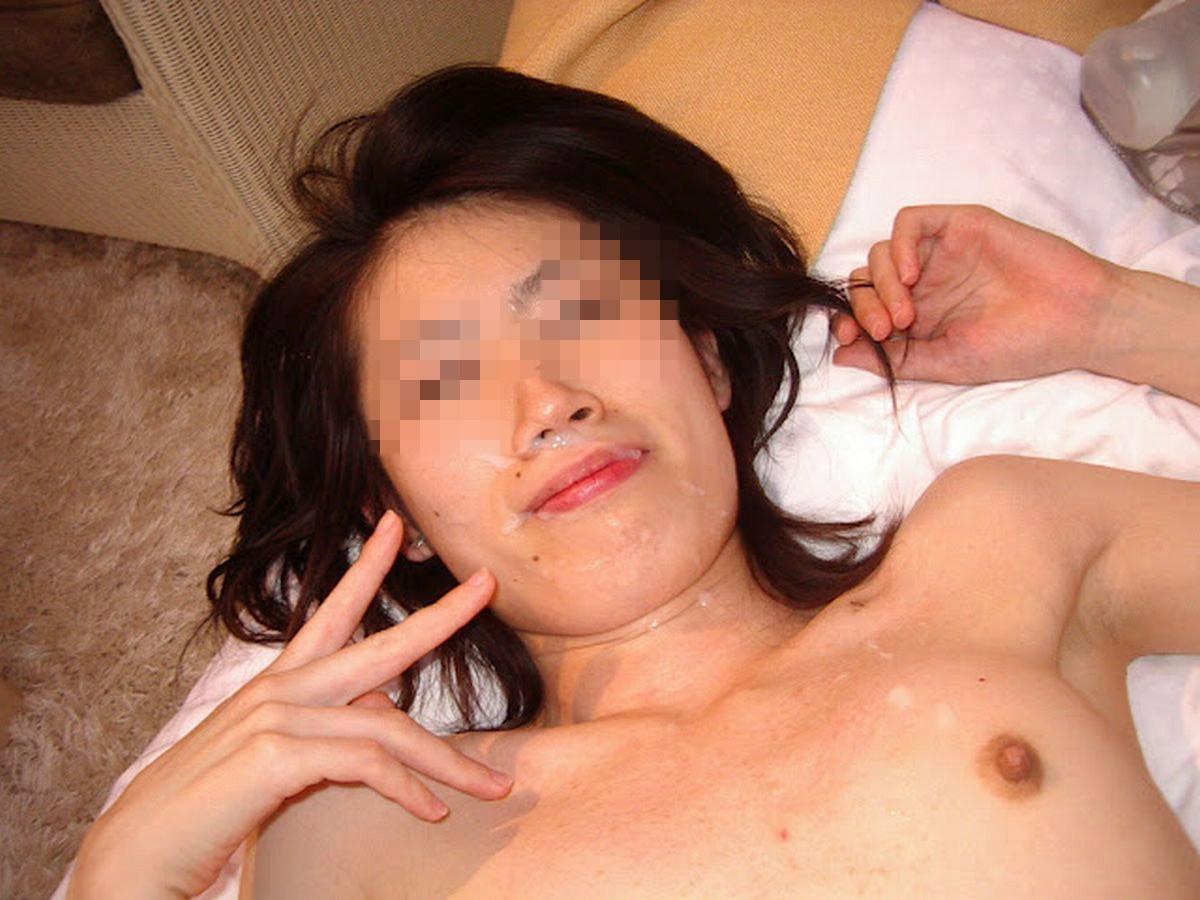 【顔射エロ画像】ブサイクな顔をさらに汚したい…どぴゅっとザーメンぶっかける顔面射精画像 その3