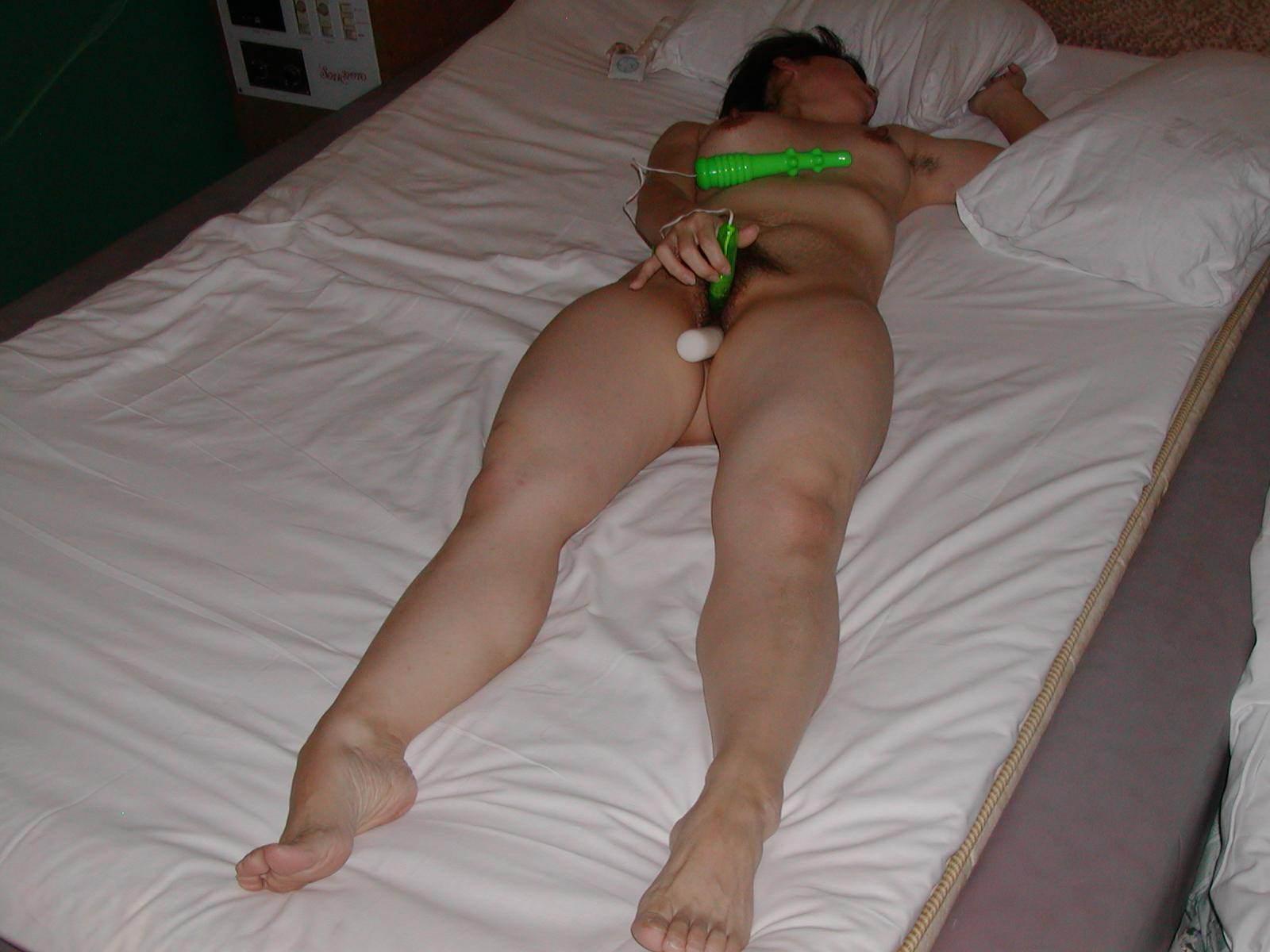 【オナニーエロ画像】イクーッ!!エビ反りや足ピン…オナニーなのに本気で絶頂を迎えた女の子がエロ過ぎるwww その2