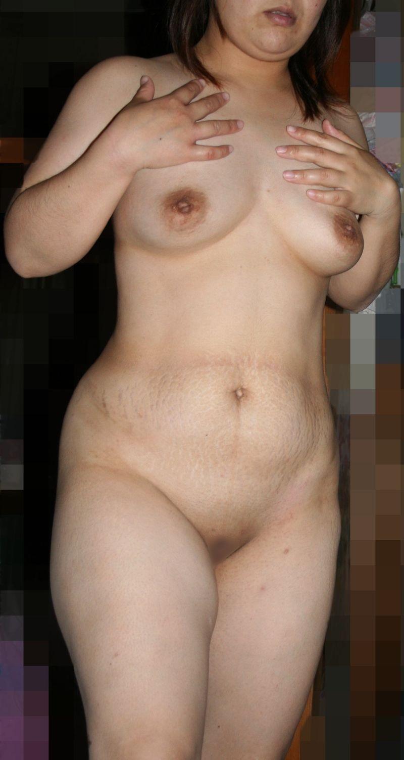 【パイパンエロ画像】陰毛を剃り上げたマンコを誇らしげに見せつける熟女のパイパンが卑猥過ぎるwww その8