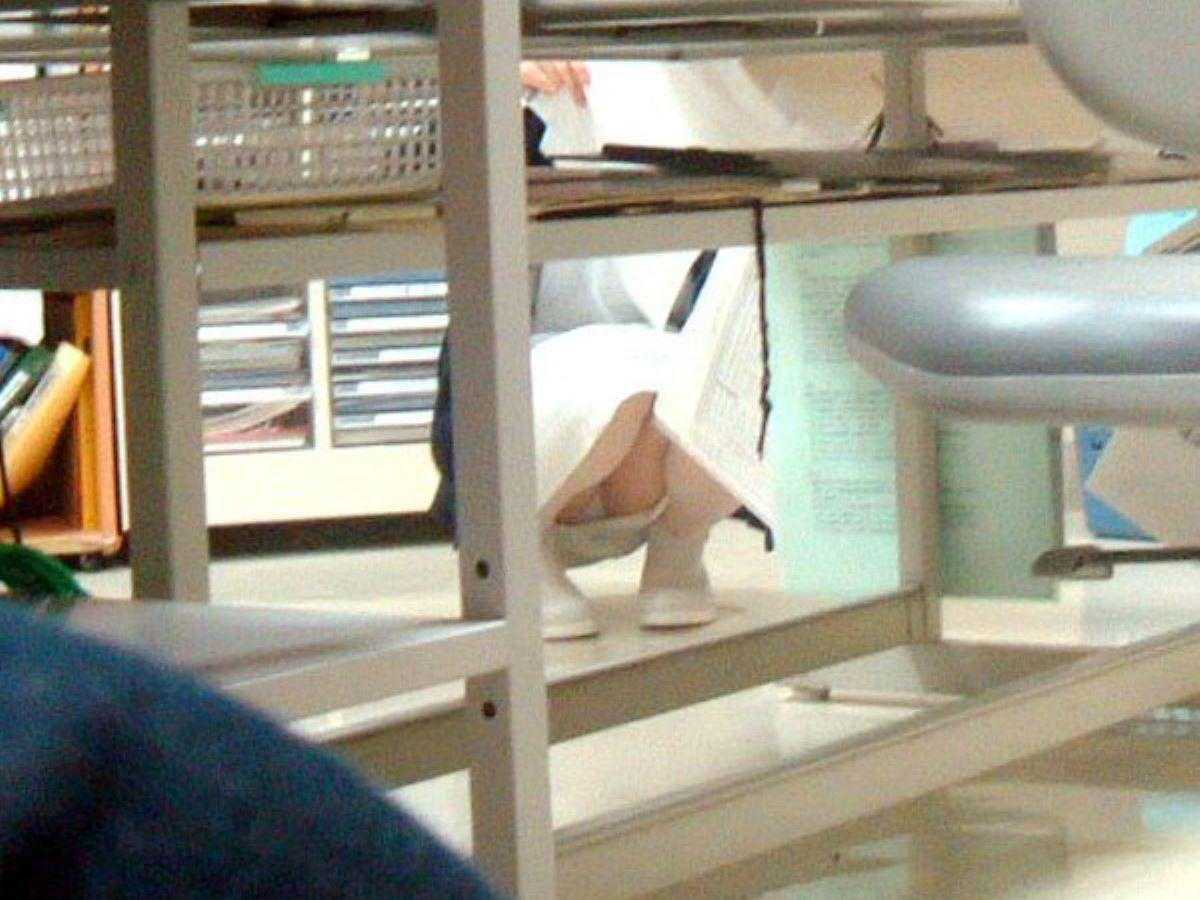 【看護婦盗撮エロ画像】白衣の天使を狙う卑劣な犯行…プライベート下着がばっちり写った盗撮エロ画像 その11