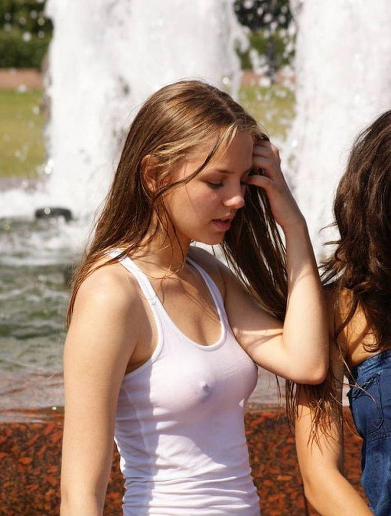 【ノーブラエロ画像】そらぁ乳首もポロリしますわwwwノーブラ派外国人の日常生活がエロすぎるwww その6