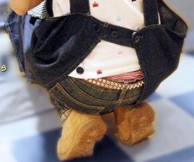 【腰上パンチラ画像】さすがに恥ずかしいだろ…しゃがみこんだおねーさんの腰上パンチラが卑猥すぎて勃起不可避www その11