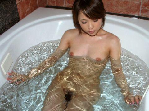 【お風呂エロ画像】可愛い女の子の全裸はめっちゃエロい…濡れたおっぱいが色気満点な入浴中女子www