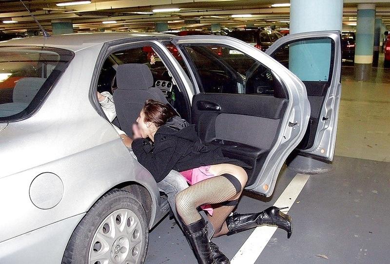 【売春婦エロ画像】これが海外売春婦の現実…ホテルやモーテルなんて行かない!?客をとったらその場でSEX その9