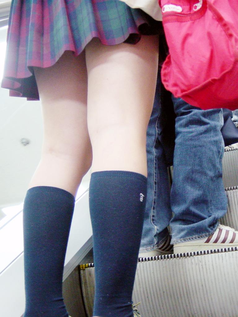 【JK街撮り画像】食い入るように見つめたい女子高生の太もも!むっちりもちもち美脚が勃起不可避www その3