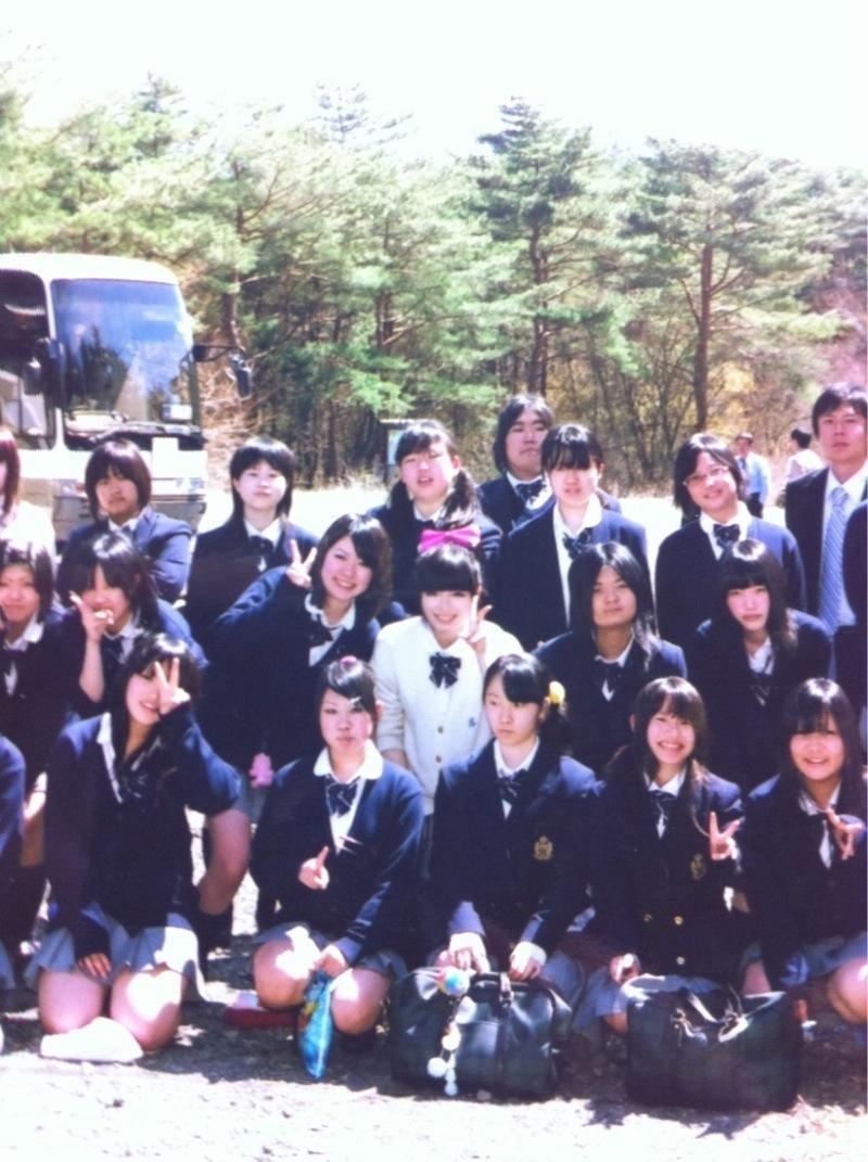 【集合パンチラ画像】女子高生たちが集団でパンチラ!?記念撮影でやらかしちゃった黒歴史がこちらwww その4