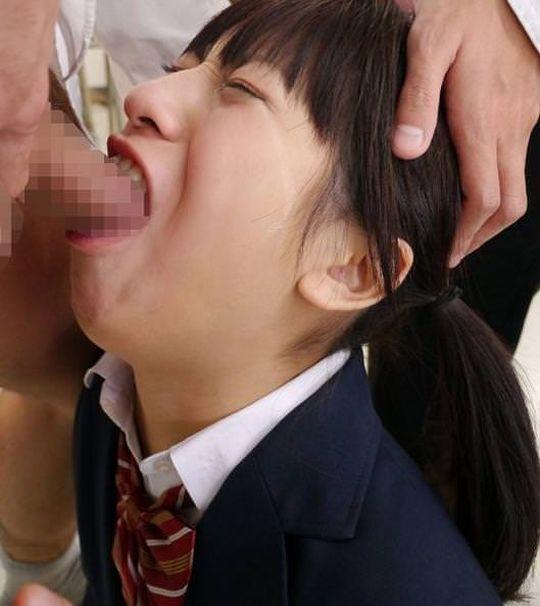 【イラマチオエロ画像】チンポがパキパキッ!肉便器女の喉奥にぶち込むイラマチオが気持ちええ~www その1