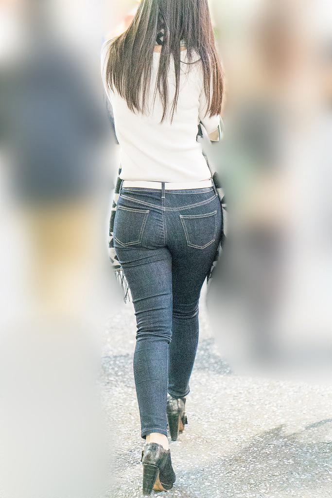 【スキニージーンズ尻画像】スリムなのにパツンパツン!丸みを帯びたヒップラインがそそるスキニージーンズの女の子 その4