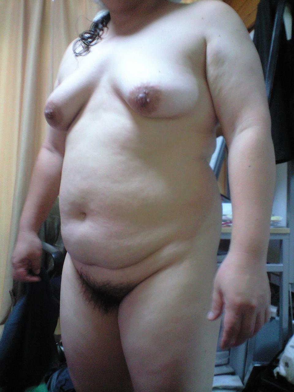 【家庭内盗撮エロ画像】これぞおばちゃん!!だらしなく肥えた肉体…素人熟女のリアルなおばさん体型が生々しい家庭内盗撮画像 その4