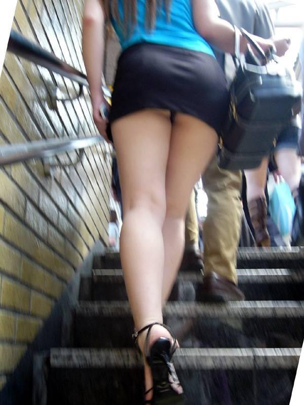 【パンチラエロ画像】短すぎるスカートで無自覚パンチラ…こういう女の子って現実にいるから笑えるwww その6