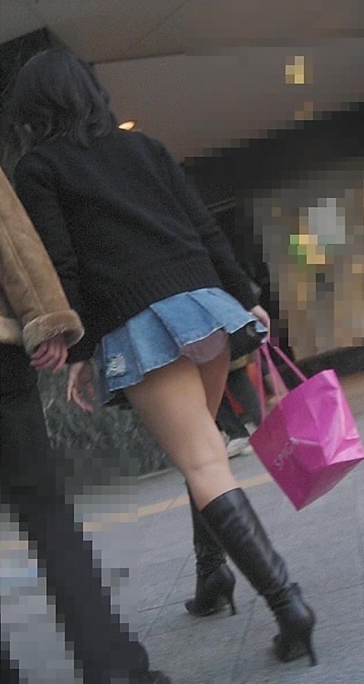 【パンチラエロ画像】短すぎるスカートで無自覚パンチラ…こういう女の子って現実にいるから笑えるwww その7