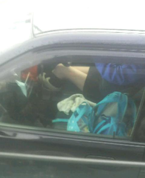【パンチラ盗撮画像】意外と盲点!?ミニスカで車を運転しちゃうギャルはこんなにも覗かれている…他の車から撮られたパンチラww その2