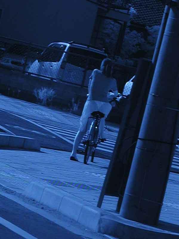 【赤外線盗撮エロ画像】ブラジャーもパンティも透け透け!盗撮されてるのに気づきもしない…赤外線カメラで撮った街撮り画像がやばすぎる その8