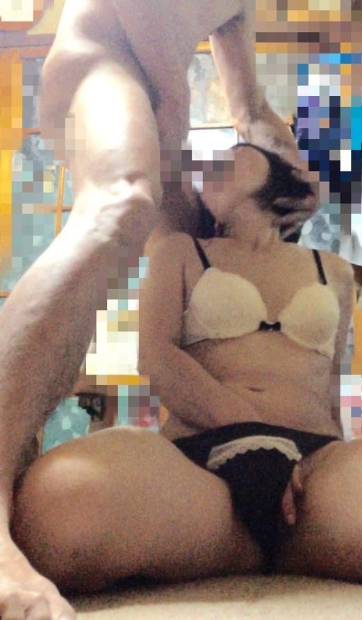【素人フェラエロ画像】これは絶対に気持いい!!思わず見惚れるフェラチオ…おしゃぶり上手な痴女のフェラチオ画像 その10