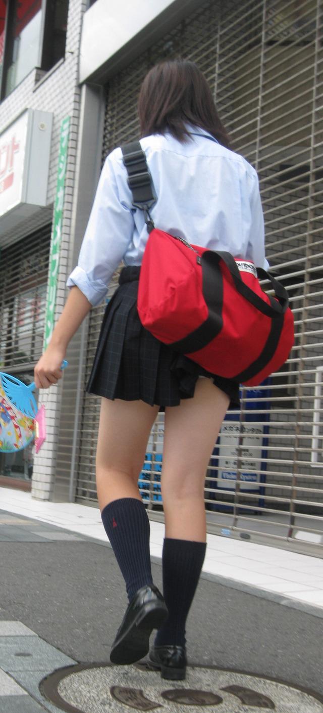 【ミニスカJK街撮り画像】洗練された女子高生の生足!思わずチンピクする大胆なミニスカ…超美脚JKの街撮り画像 その7