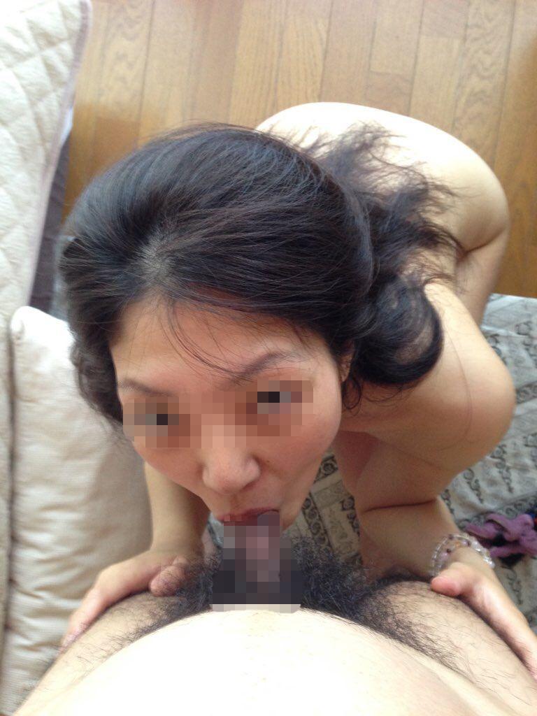 【素人フェラエロ画像】これが雌の本能…勃起したチンポを見ると貪りつく!!スケベな女の子のフェラチオ画像 その10