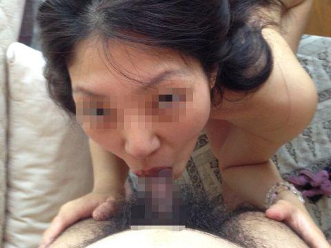 【素人フェラエロ画像】これが雌の本能…勃起したチンポを見ると貪りつく!!スケベな女の子のフェラチオ画像