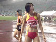 【女子陸上エロ画像】ちょっと露出がおかしいだろ…パキパキの腹筋が興奮する女子陸上選手のユニホームエロ画像