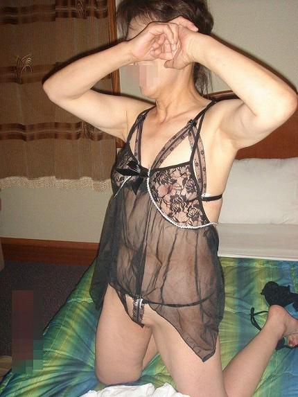 【熟女ランジェリーエロ画像】過激でセクシーな下着がおばさんの卑猥さを倍増させる…熟女の勝負下着画像 その7