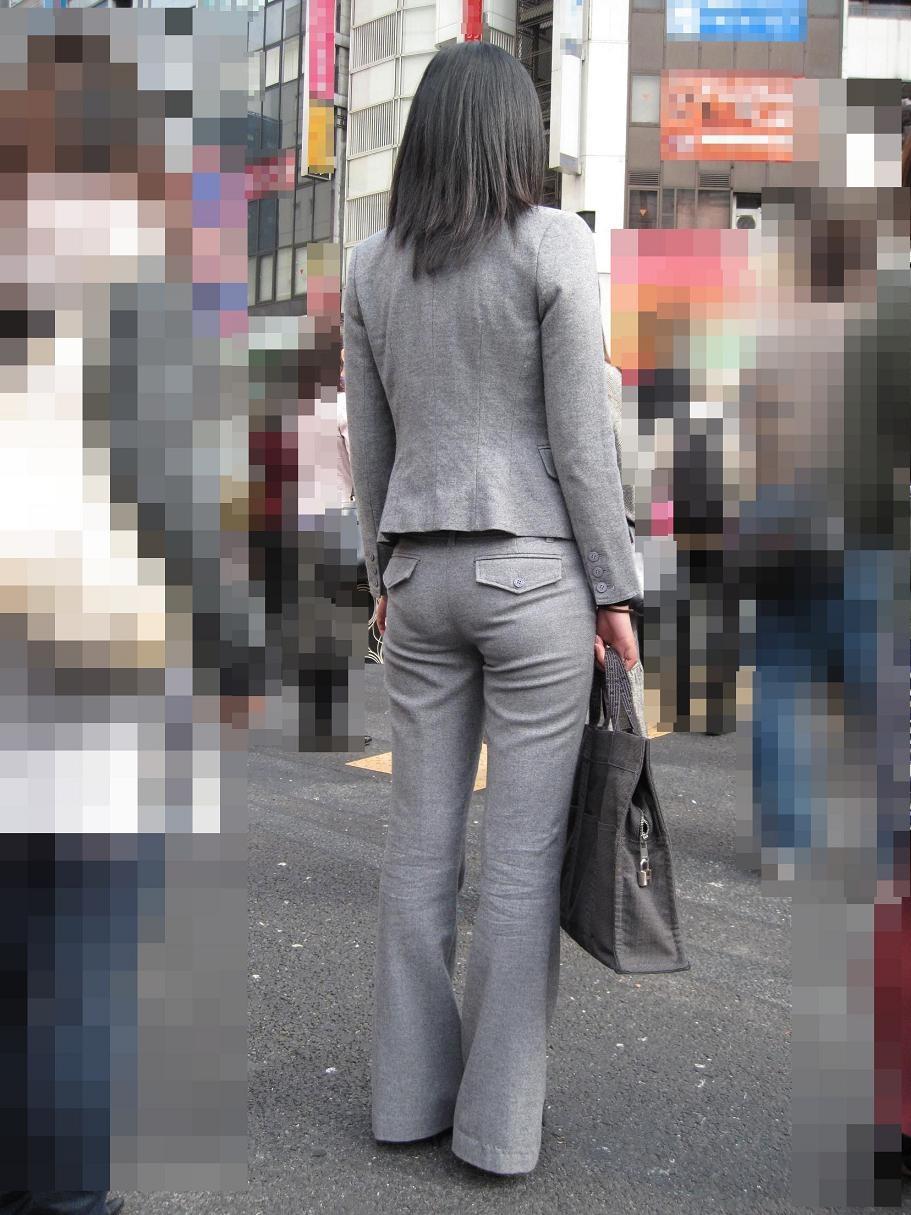 【OL尻フェチエロ画像】夏でも爽やかOLさん…パンツスーツがピチピチになった張り裂けそうなお尻画像 その3