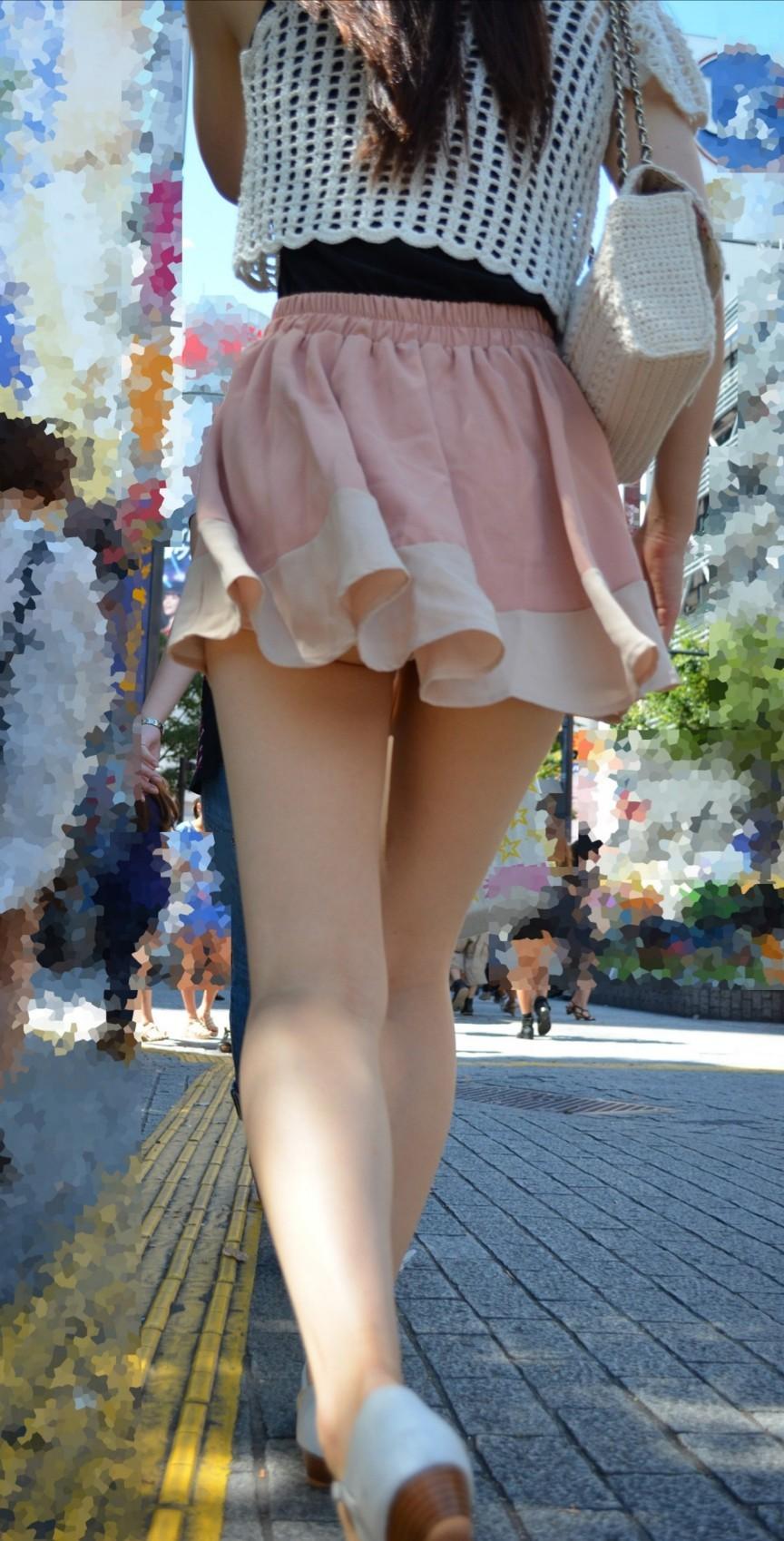 【美脚フェチエロ画像】大胆ミニスカ美脚ギャルの後ろ姿にそそられる…チンピクするほど脚の綺麗な街撮り画像 その4