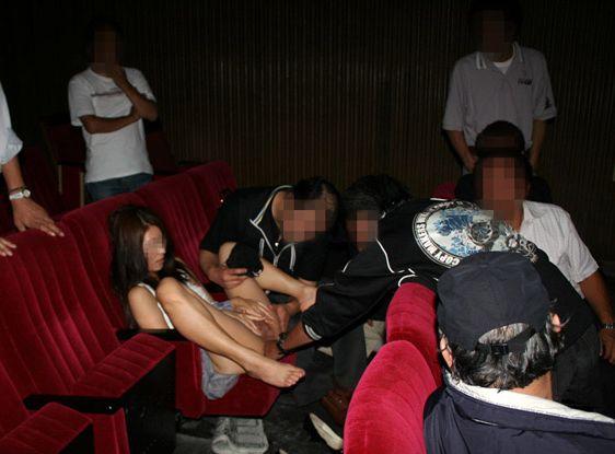 【ピンク映画館エロ画像】古き良き時代…昭和のエロ文化!?変態女がよく出没したピンク映画館画像 その2