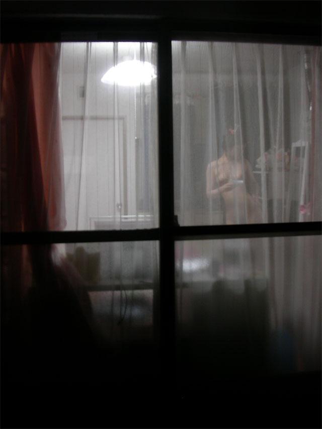 【民家盗撮エロ画像】暗闇に紛れた性犯罪…夜だとこんなにもくっきり覗ける民家盗撮画像 その10