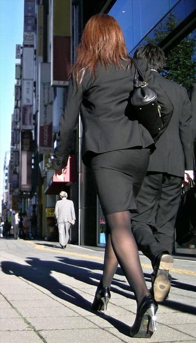 【OLエロ画像】ちょーセクシーなお尻!OLさんの大きなお尻がタイトスカートでパツンパツン…街撮りされた着衣尻画像 その2