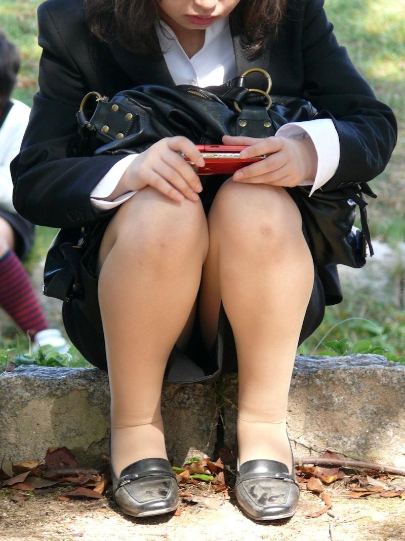 【パンチラエロ画像】タイトスカートの奥にチラッと見えるOLさんの下着がちょーセクシー♪こっそり撮られたOLパンチラ画像 その6