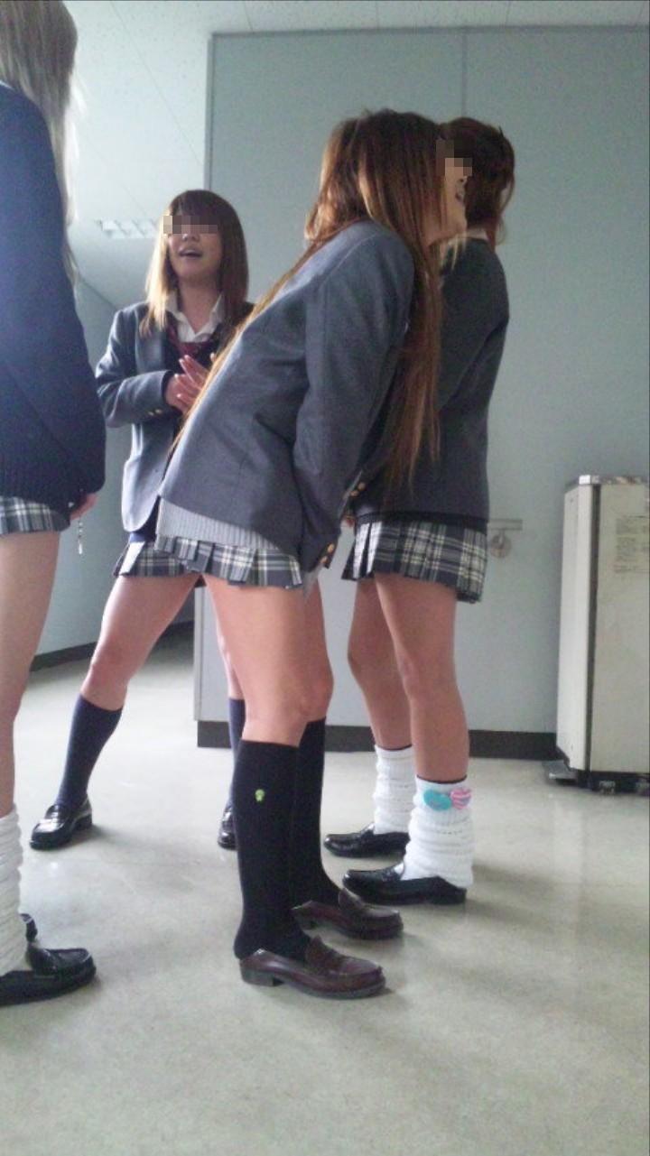 【おふざけエロ画像】女子高生たちのスケベでお下品な青春がちょー楽しそう!インスタに投稿されたおふざけエロ画像 その5