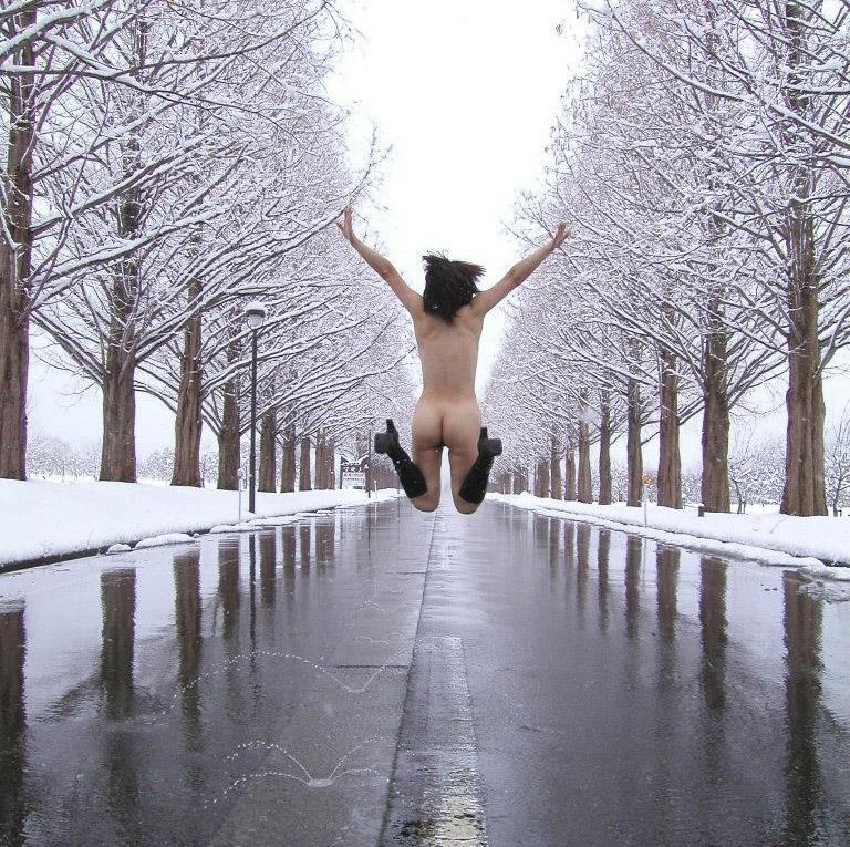 ほぉぉぉ~!!素っ裸でハイテンションwwちょー楽しそうな痴女達の野外露出画像 その7